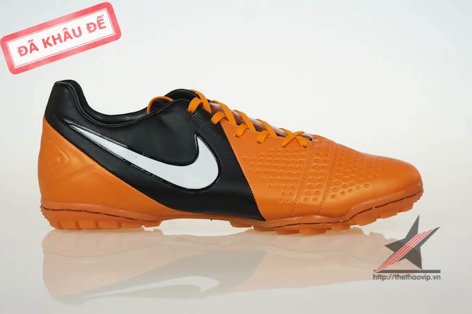giay bong da san co nhan tao Nike ctr360 cam dinh dam tai Ha Noii