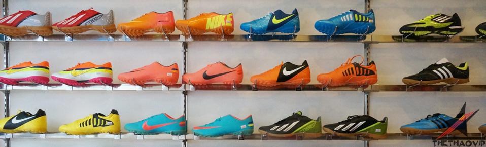 Giày đá bóng sân cỏ nhân tạo Nike, Adidas