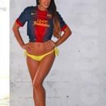 Claudia Romani mặc áo đấu Barca.